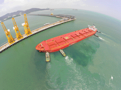 A Valemax-class vessel is maneuvered into position for docking at Vale's new Teluk Rubiah iron ore terminal in Malaysia. The $1.3 billion project can handle 30 million metric tons per year (mt/y) of iron ore. (Photo courtesy of Vale)