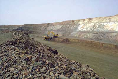 Kinross Gold will wait until 2015 at the earliest to make a construction decision on enlarging its Tasiast gold mine in Mauritania. If the project is approved, it will allow Tasiast to eventually reach a production level of 848,000 oz/y in the five years following the tentative expansion. (Photo courtesy of Kinross Gold)