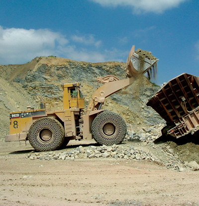 A Cat 992D front-end loader equipped with Erlau's R71 Special tire protection chains.