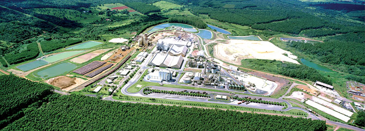 Anglo American's phosphate operation in Brazil, showing the various holding ponds for water management around the plant. (Photo courtesy of Anglo American)