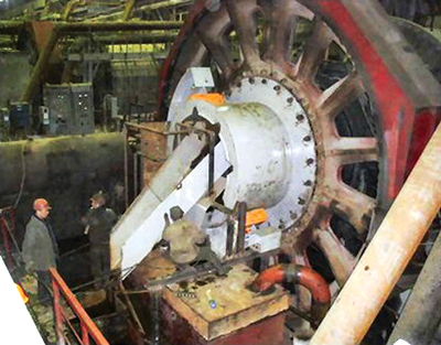 This Eriez trunnion magnet is mounted at the SAG mill discharge point and is used in place of a trommel screen.