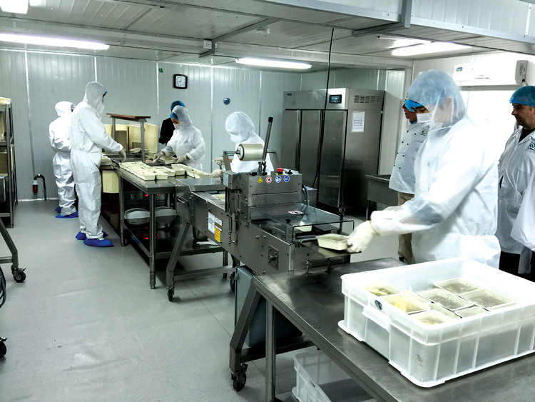 At the Ambatovy project, more than 5,000 meals a day are prepared in a central kitchen facility for distribution to workers at the mine and refinery.