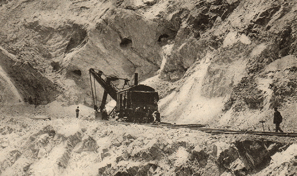 A steam shovel exposes development drifts at the Utah Copper Co. pit in Bingham Canyon (September 7, 1907).