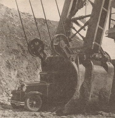 During the 1920s, the size of open-pit mining equipment grows appreciably.