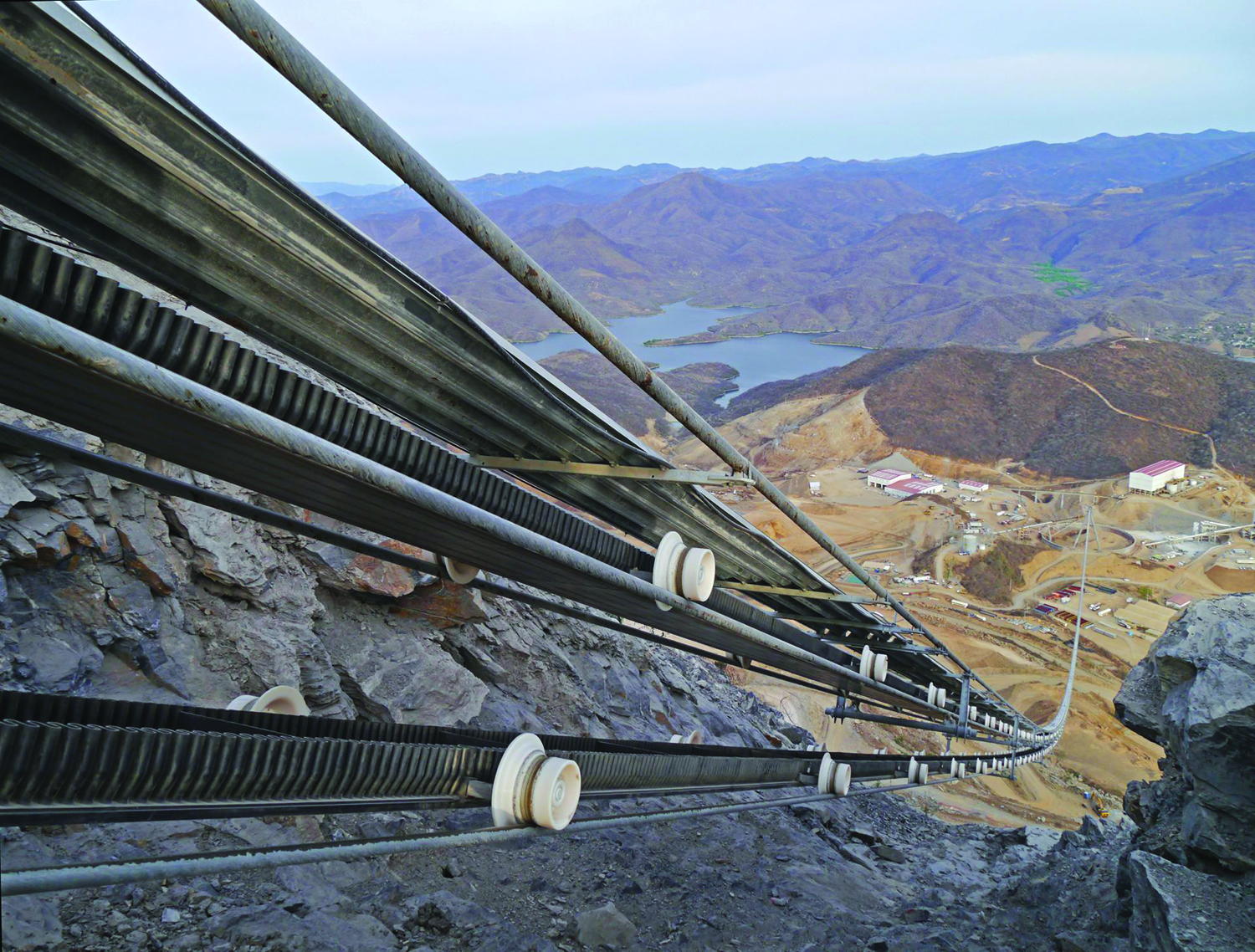 A Ropecon suspended conveyor system designed by Doppelmayr transports 1,000 mt/h of gold ore down a steep 400-m incline at Torex Gold's El Limon-Guajes mine in Mexico.