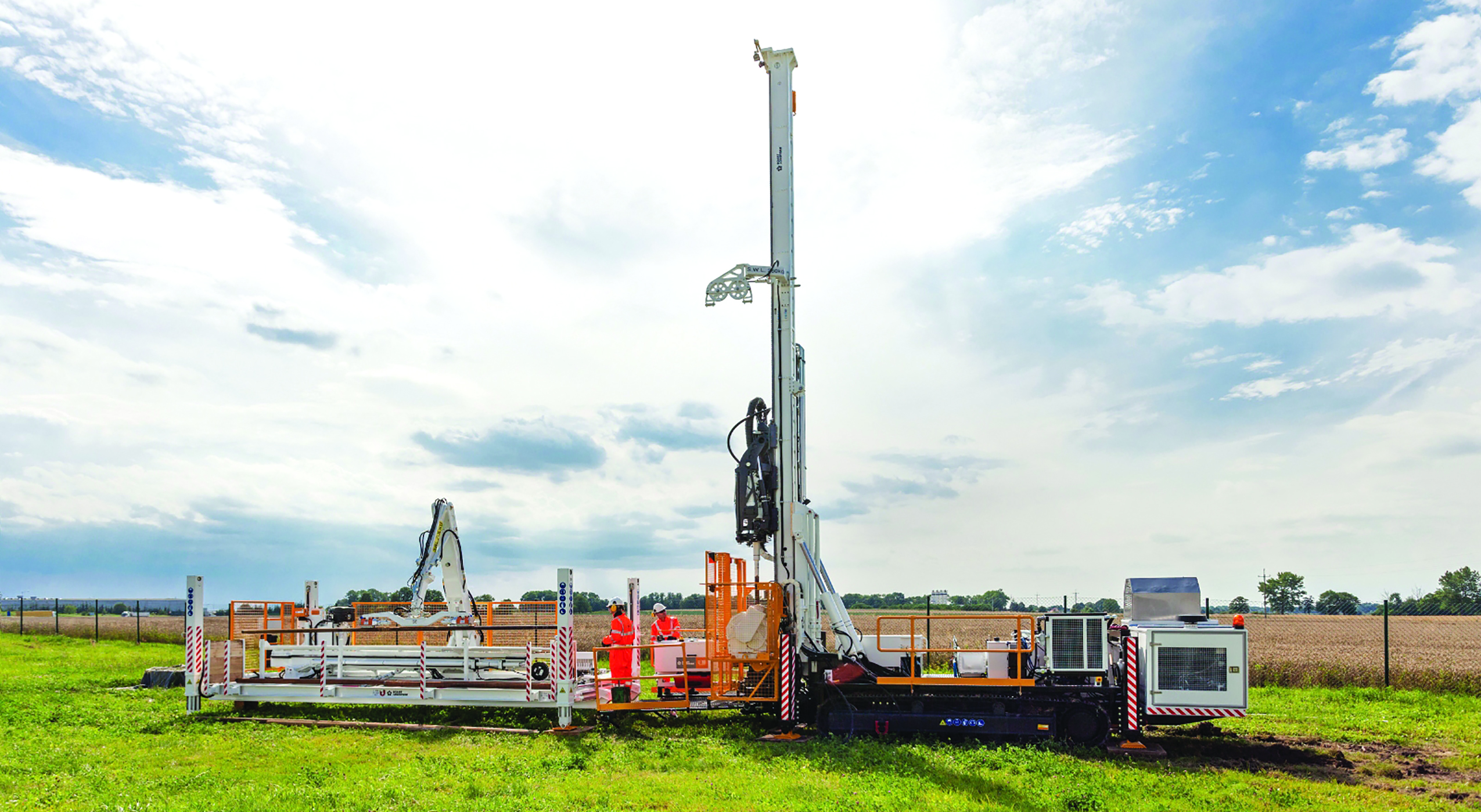 The LF160 drill rig and FREEDOMLoader from Boart Longyear features totally hands-free rod handling.